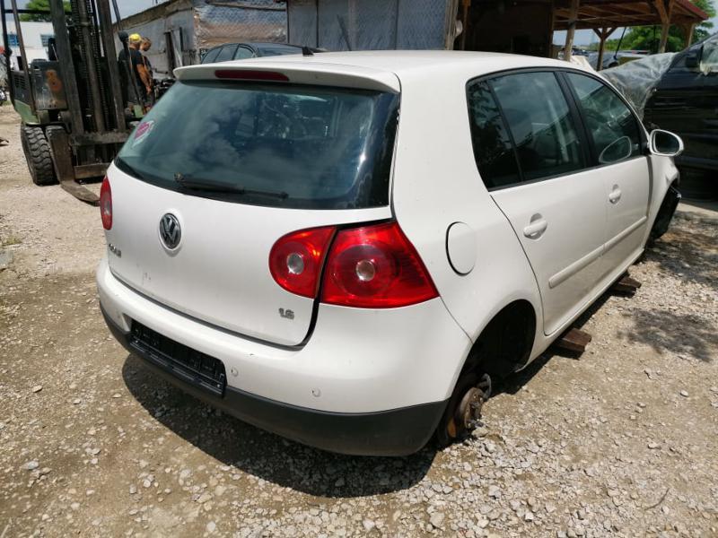 VW Golf 5  1.6i