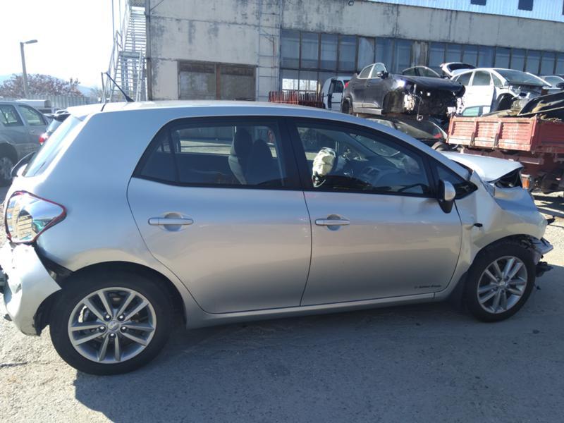 Toyota Auris 3бр. 1,4 D4D дизел и 1.6VVTI 2007 и1.6 2016 бензин, снимка 4