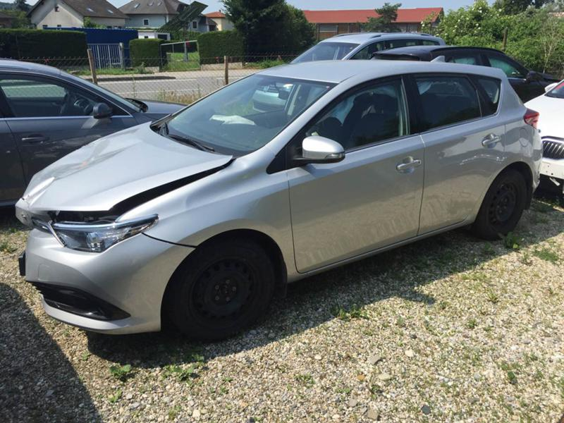 Toyota Auris 3бр. 1,6 автомат 2016г.,1.6VVTI 2007г. и 1,4 D4D , снимка 5