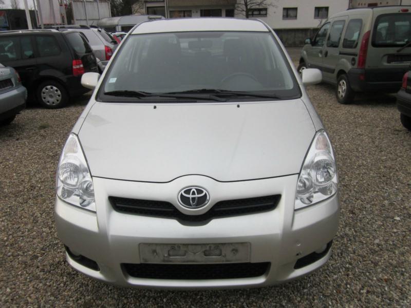 Toyota Corolla verso 1.8I НА ЧАСТИ