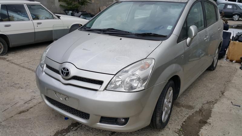 Toyota Corolla verso 2.2 D4D, снимка 1