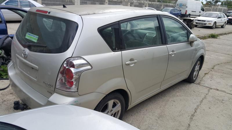 Toyota Corolla verso 2.2 D4D, снимка 6
