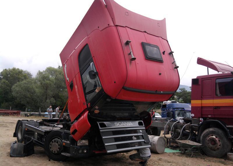 Scania 124 LA на части
