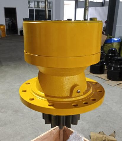 Хидромотори редуктори хидравлични помпи и други за багери кранове булдозери и други машини