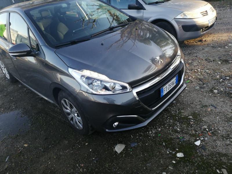 Peugeot 208 1.2 I НА ЧАСТИ